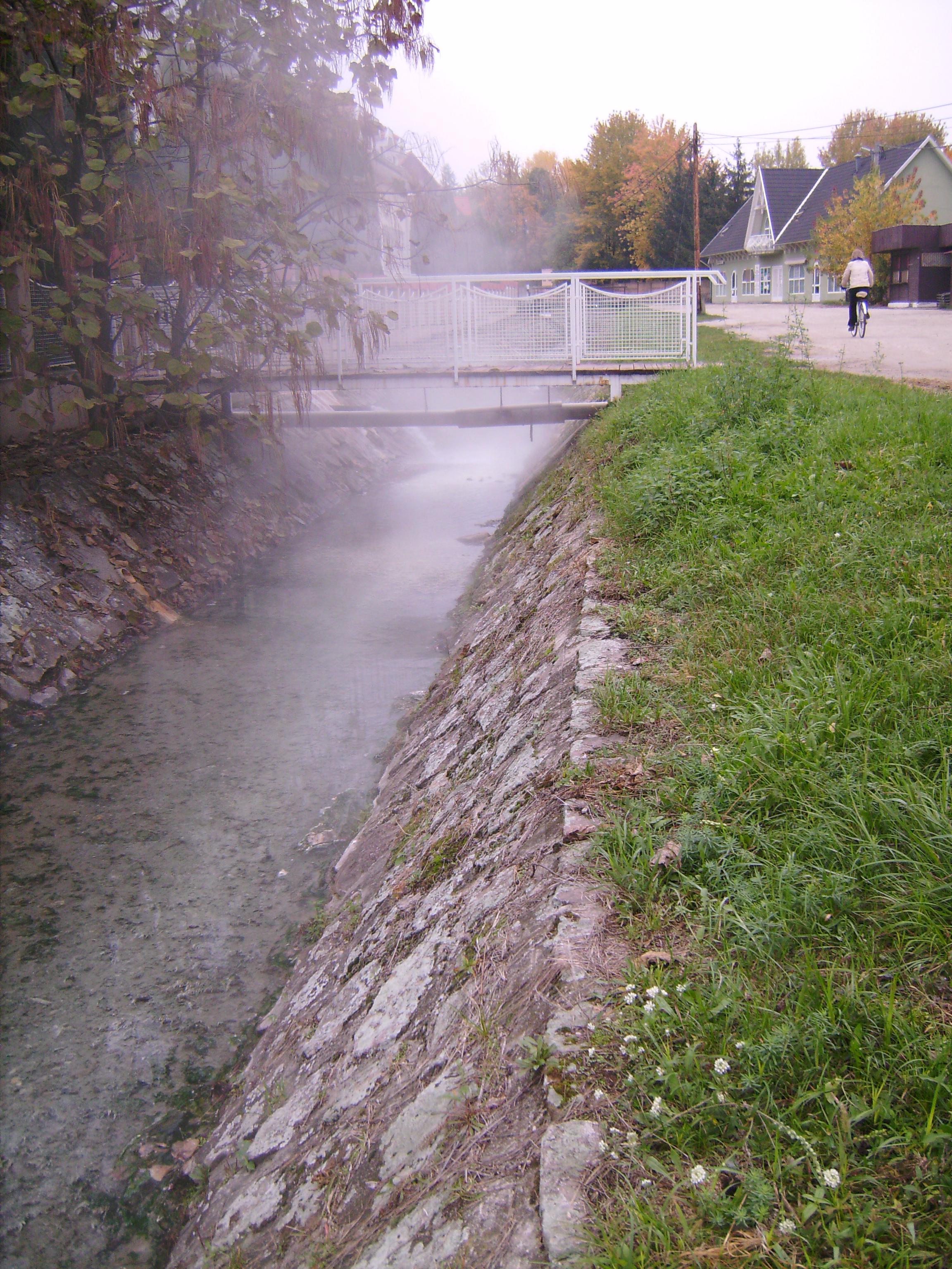 Az viszont biztos, hogy ez a Szoros-patak a víztározó felé menet.
