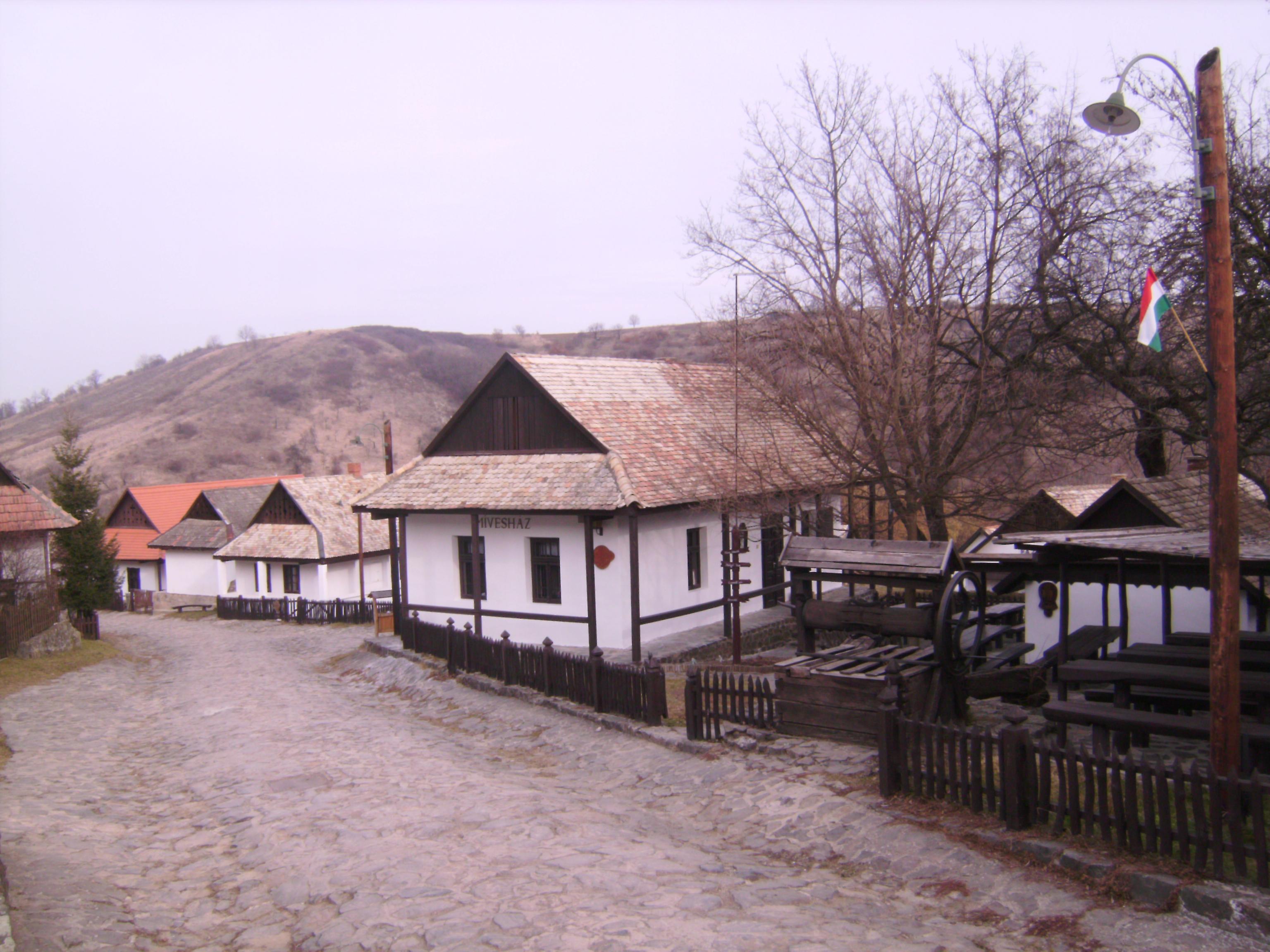 A palóc házak másik jellegzetessége az ún. csonkatornyos tető,<br />