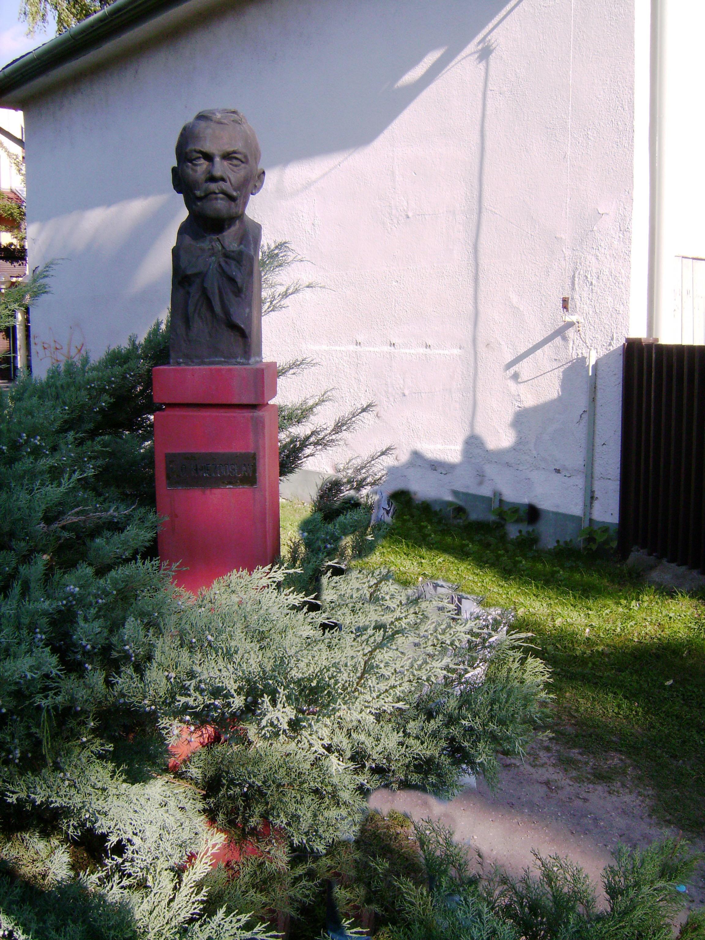 Hviezdoslav vagy Pavol Országh-Hviezdoslav (eredetileg Pavol Országh, magyarosan Országh Pál, 1849–1921)<br />szlovák költő, drámaíró, műfordító.<br />