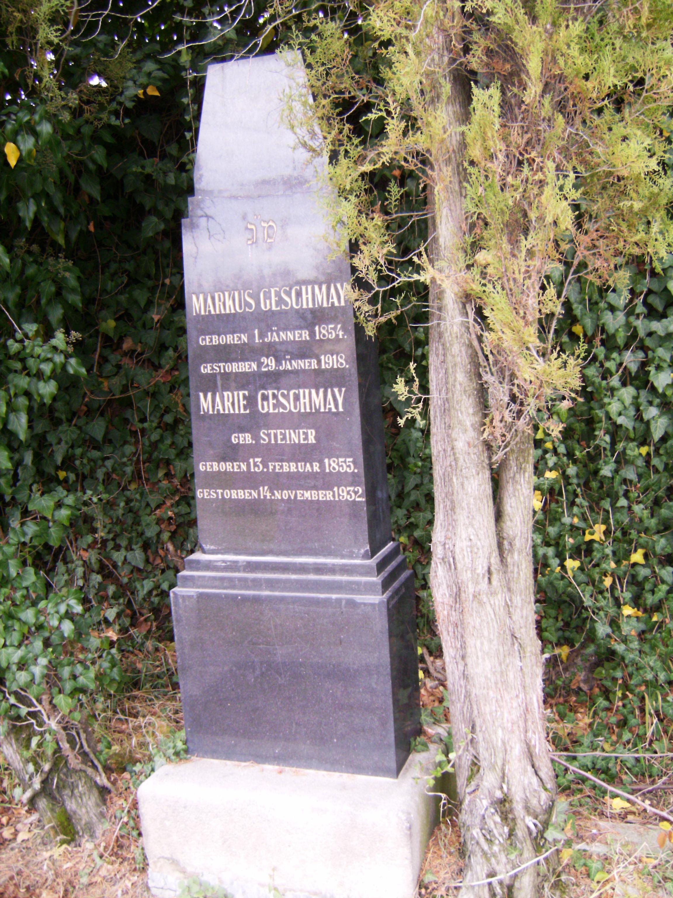 Valamilyen zsidó jelkép akkor is van a sírkövön, ha a rávésett szöveg az adott ország nyelvén íródott