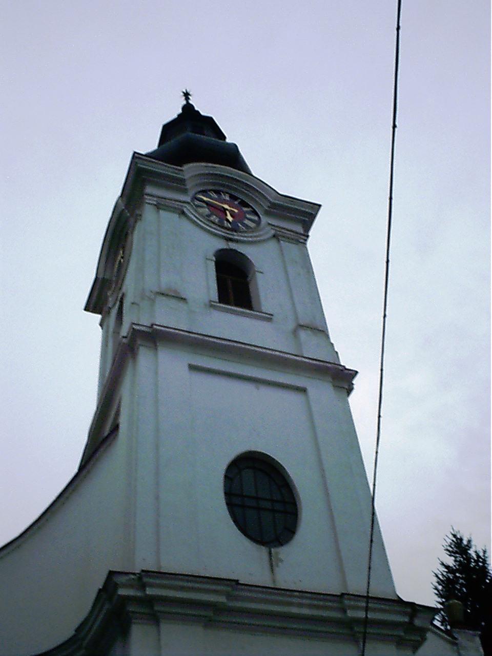 Soltvadkert méretéhet képest meglehetősen sok templommal büszkélkedhet: van református és