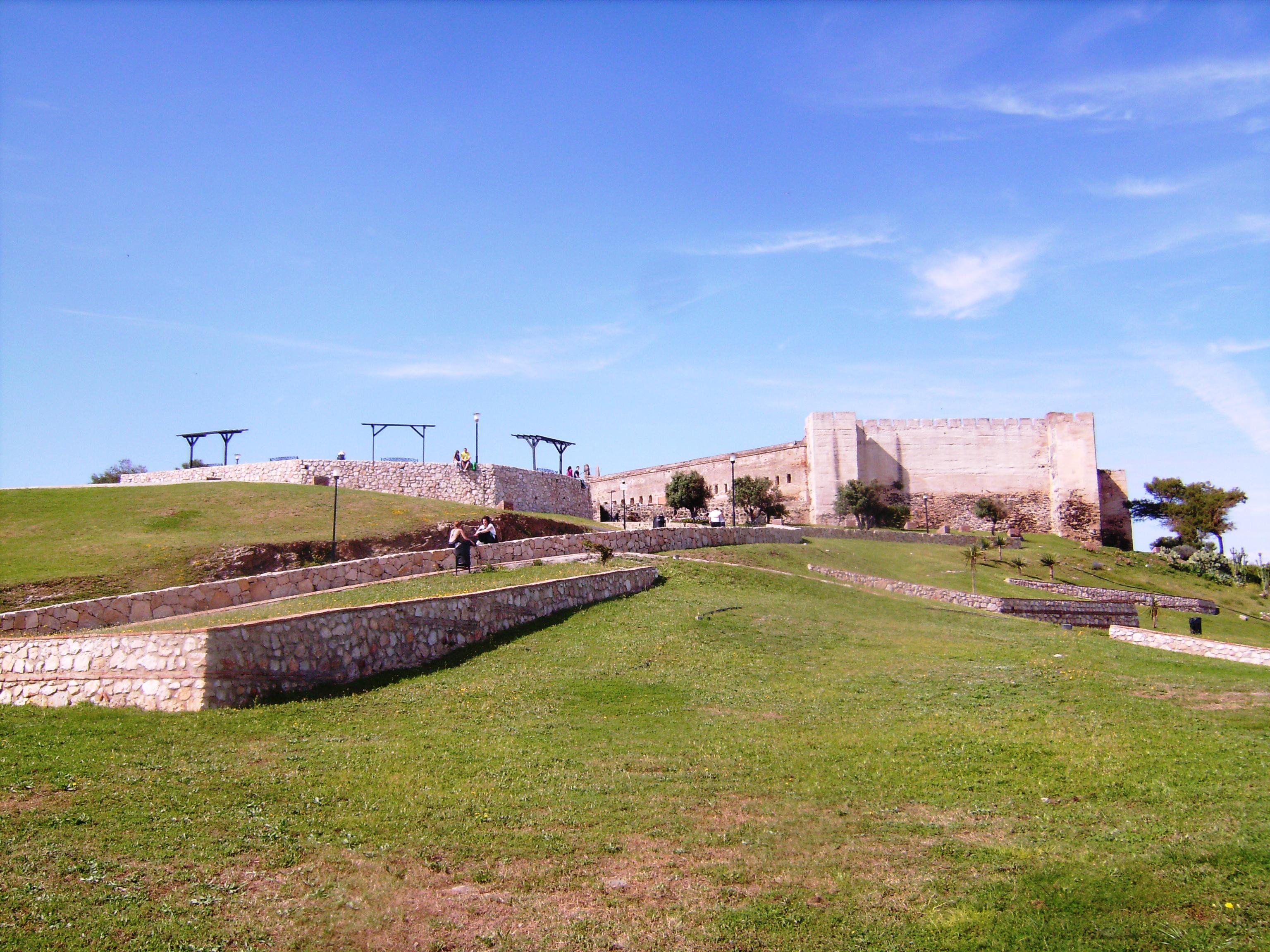 Castillo de Sohail<br />A várat – amely Fuengirola jelképe - 956-ban  III. Abd ar-Rahman kalifa parancsára kezdték el építeni a partvidék védelmére.