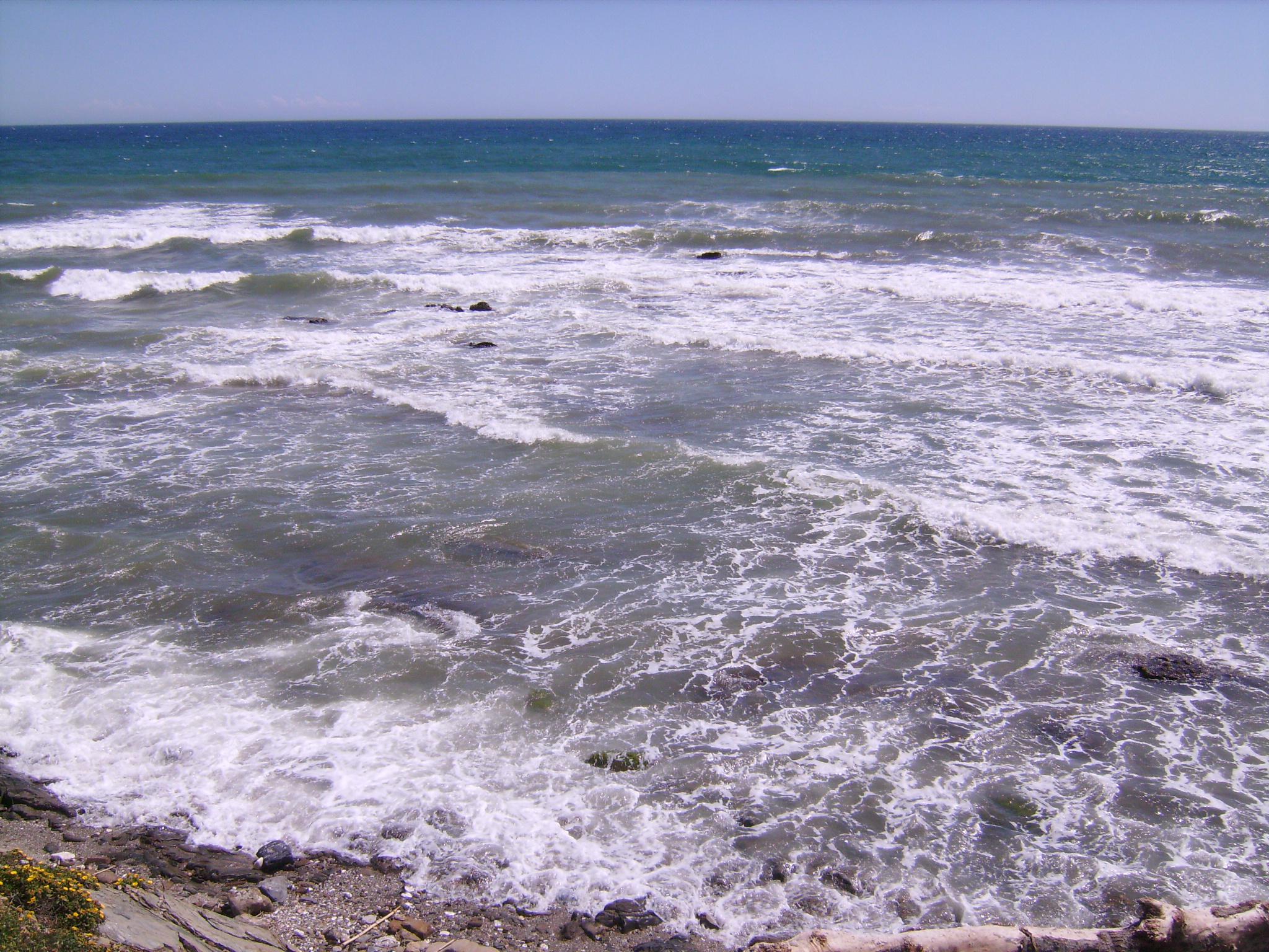 Váci Mihály: A tenger<br /><br />A tengerről kél fel a nap,<br />a tengerről kél fel a szél,<br />a tenger adja a földnek a fényt,<br />a tenger küld a földre esőt.<br />