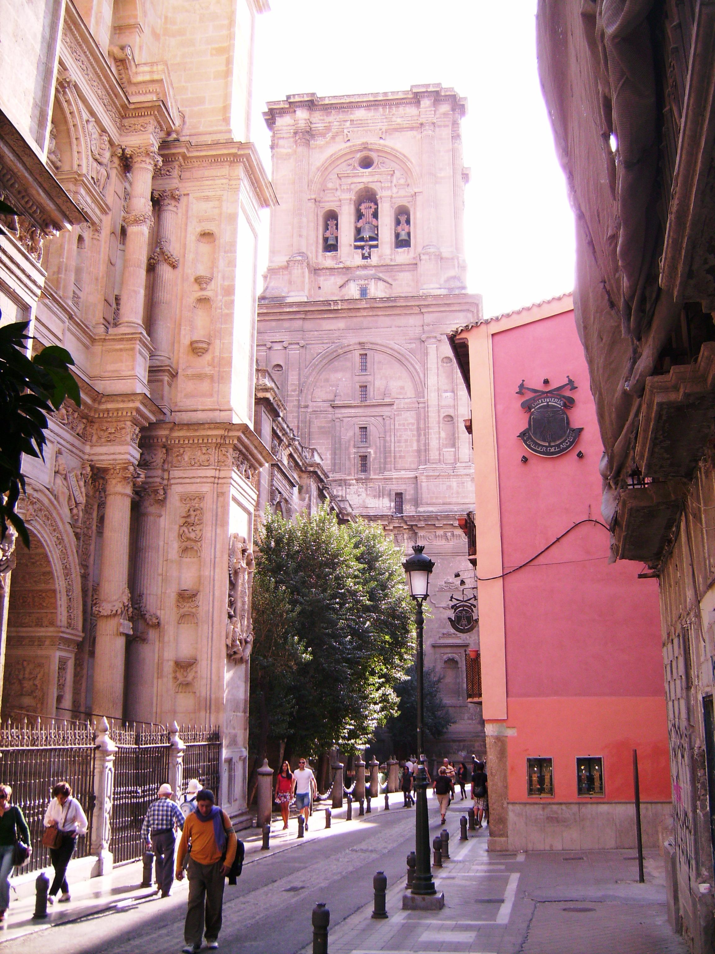 Ezt katedrálist öt hajójával úgy tervezték, hogy Spanyolország legfontosabb reneszánsz építménye legyen.