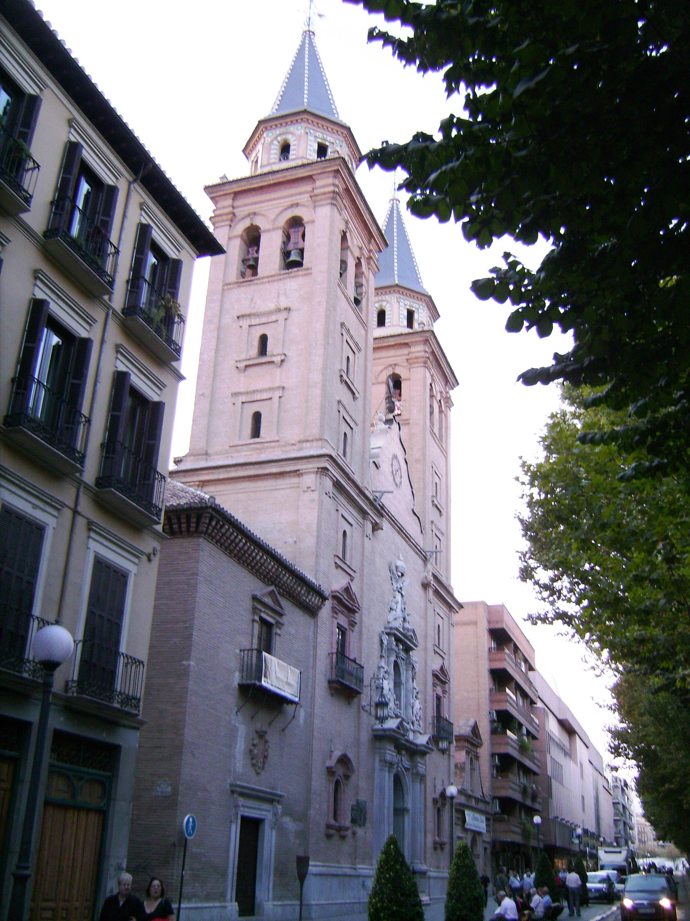 Ezen a rövid úton is található egy templom, a Basilica Ntra. Señora de las Angustias. A templomot a 17. században építették,