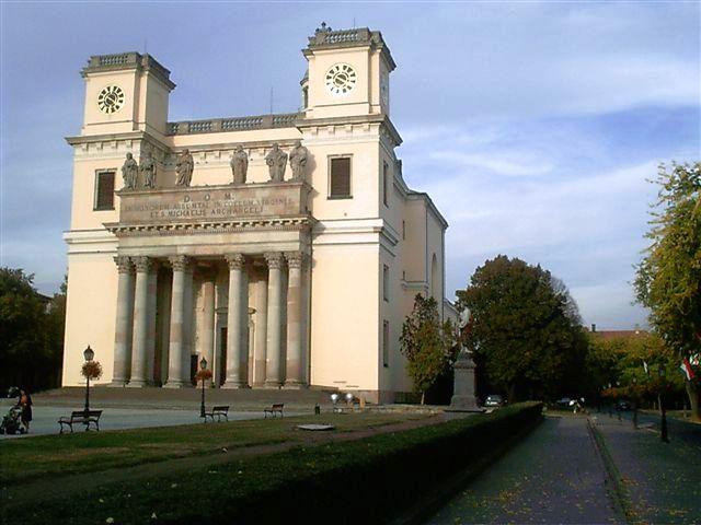 A váci Nagyboldogasszony-székesegyház Magyarország egyik legnagyobb katedrálisa. <br />