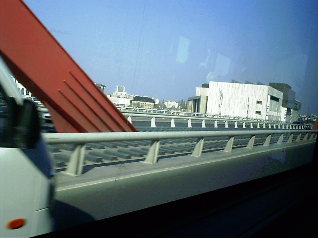 Budapest, a MÜPA a Rákóczi (leánykori nevén Lágymányosi) hídról.