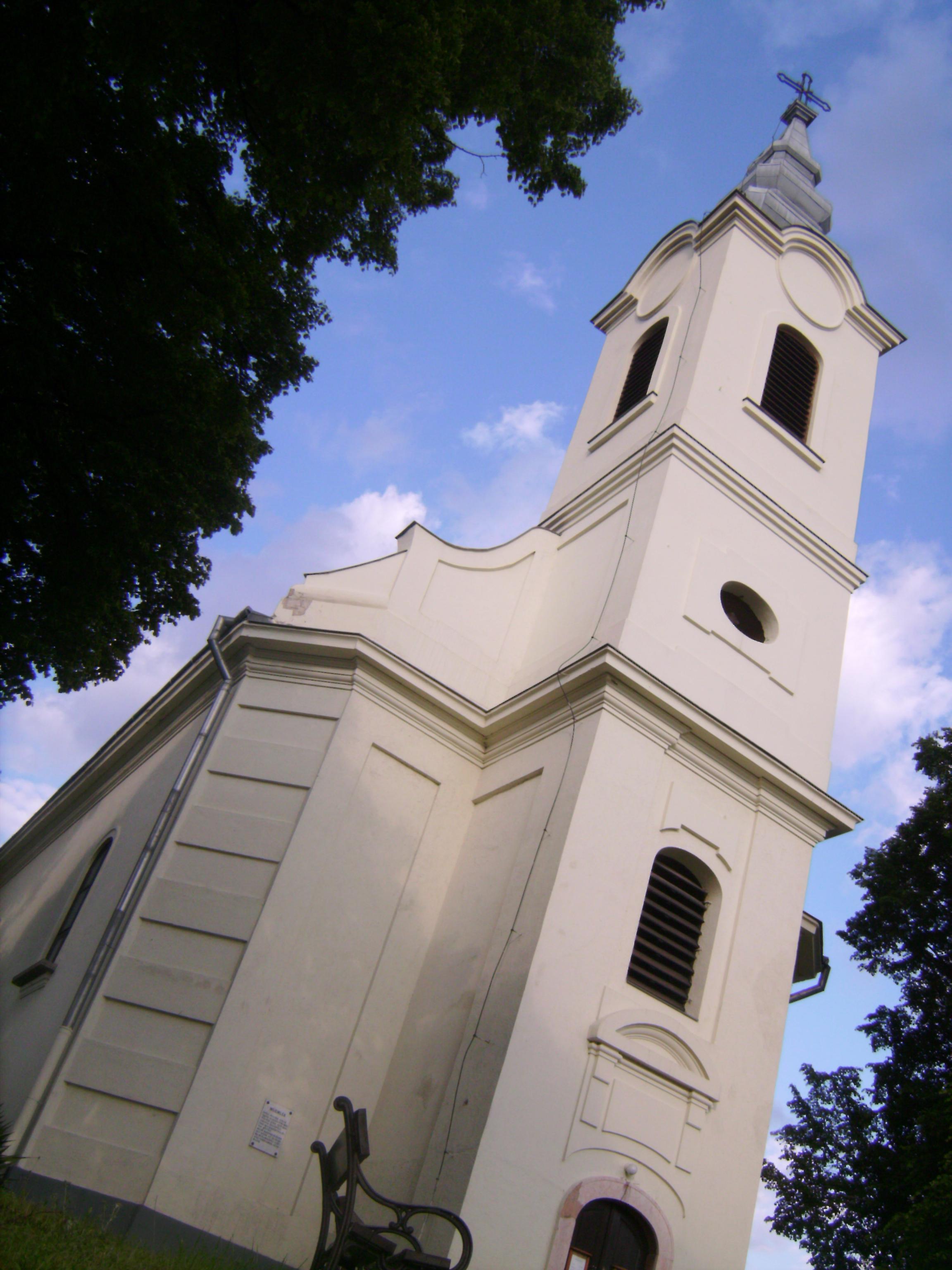 A Kisboldogasszony Plébániatemplomot 1789-1792 között a kor sztárépítészének,  Fellner Jakabnak a tervei szerint építették. A hívek nagy buzgalommal vettek részt az építési munkákban. A falu kegyura, gróf Eszterházy Ferenc kamat nélküli kölcsönnel járult az építkezéshez, melyet a szőlősiek híven törlesztettek. Az alapkőletételre 1790. augusztus 15-én került sor, melyet nagy lakomával ünnepeltek a helyiek. <br />