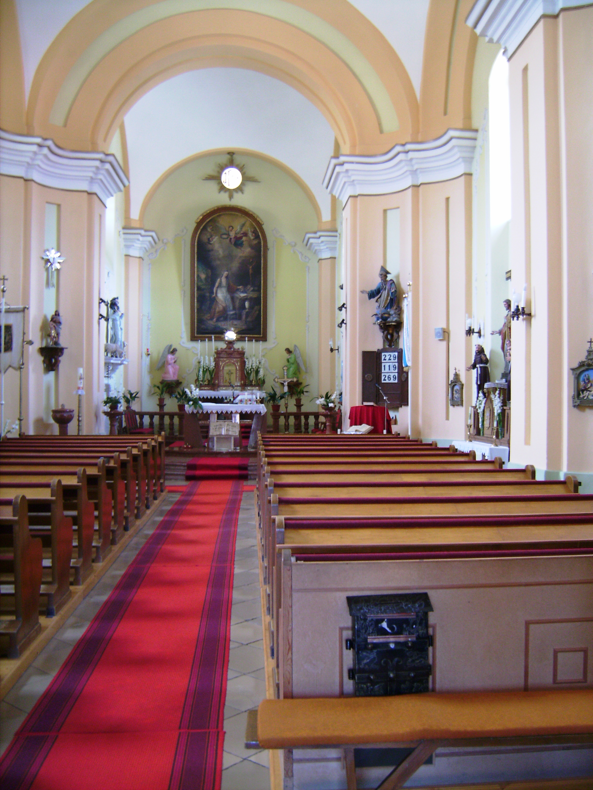 Anyagi fedezetet a bel- és külföldi adományok biztosítottak. 1972-ben a 200 éves plébánia helyett egy újat kellett építeni. Hívek hozzájárulásával elkezdődött a templombelső műszaki és díszítő felújítása, valamint a plébánia bővítése és belső átépítése.