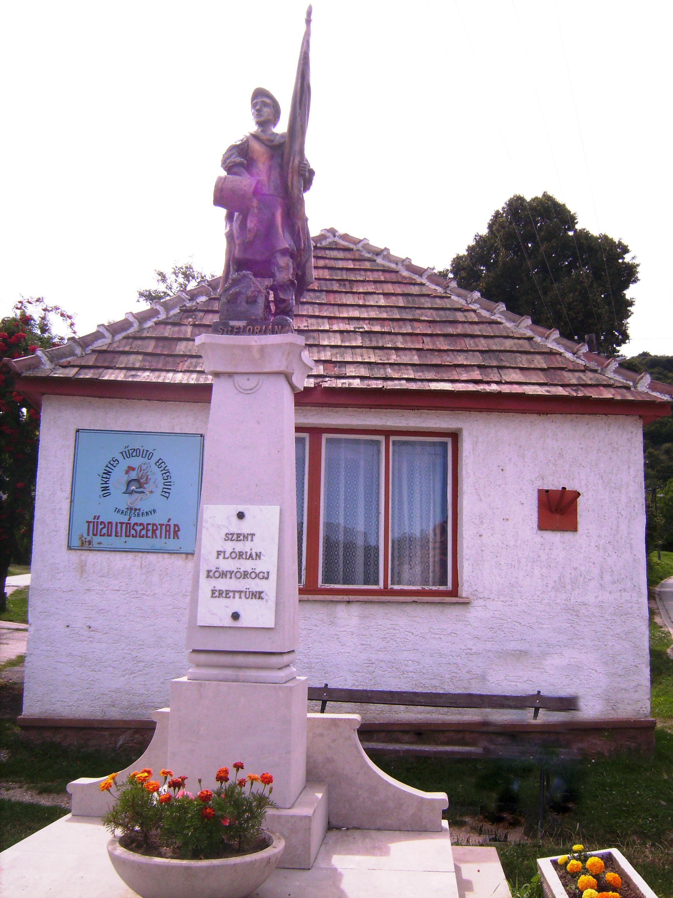Tardoson többször is pusztított tűz, nem csoda, hogy Szent Flórián szobrot kapott a tűzoltószertár előtt.