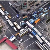 Közlekedés - frusztrált lelkek szennycsatornája?