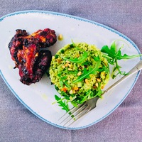 BBQ csirkeszárnyak bulgur salátával