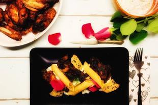 BBQ csirkeszárnyak uborkás túrókrémmel és zöldségropogóssal