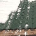 Csak óvatosan a havas tetőn!