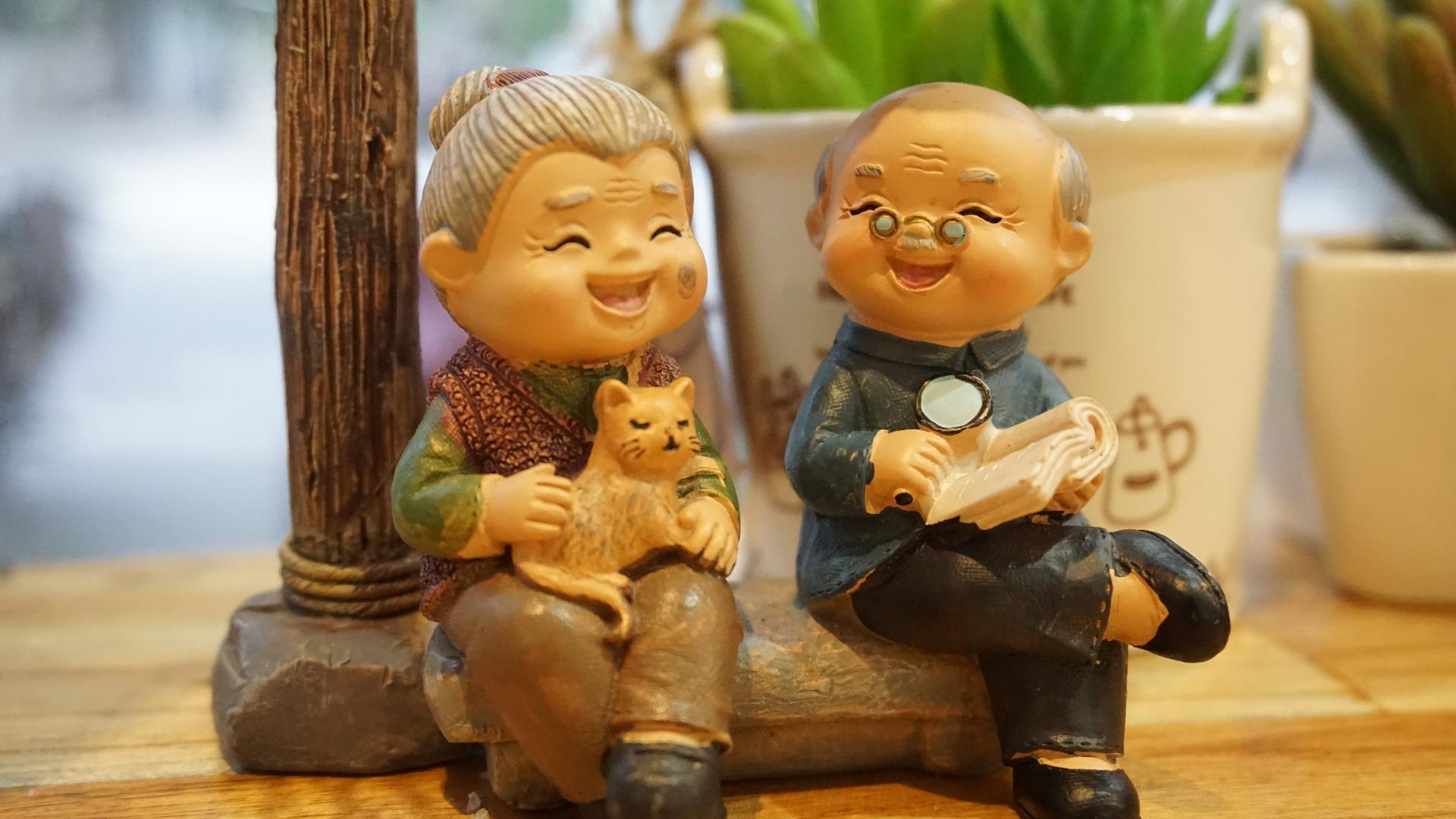 grandparents-3436463_1920.jpg