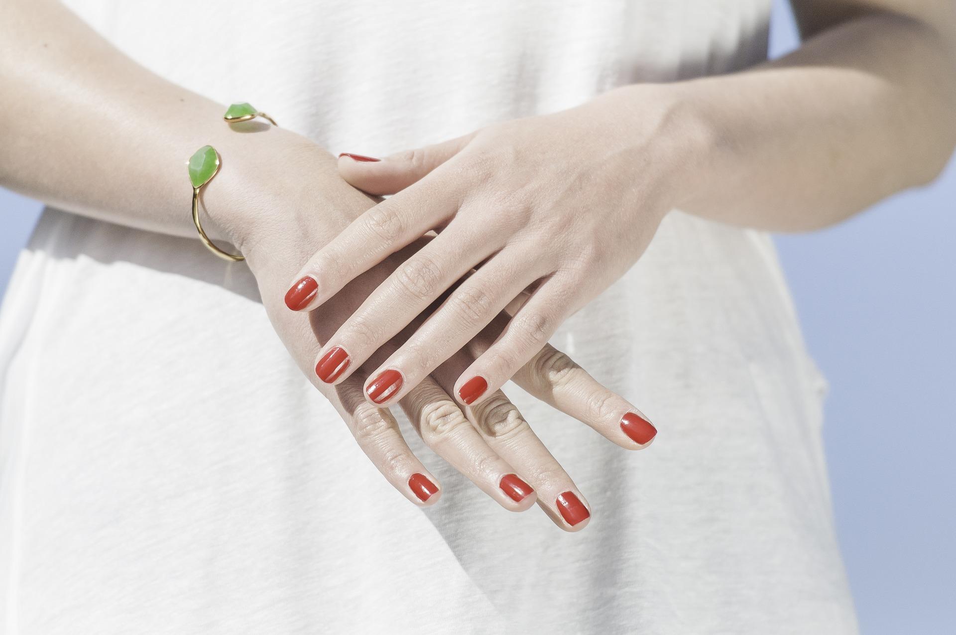 hands-1751637_1920.jpg