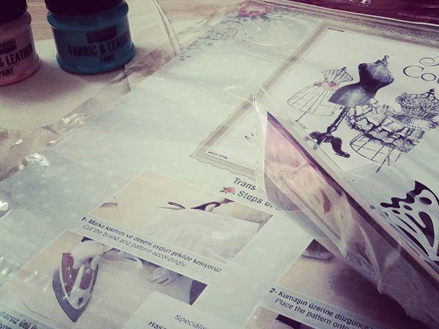 Megint készül valami.. #szulinapizsuroda #megintkészülvalami #textil #kreativötletekboltja #vasalok  #festek