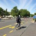 Mostanában világszerte kerékpársávokká alakítják az autós sávokat, ez nem valami budapesti hóbort