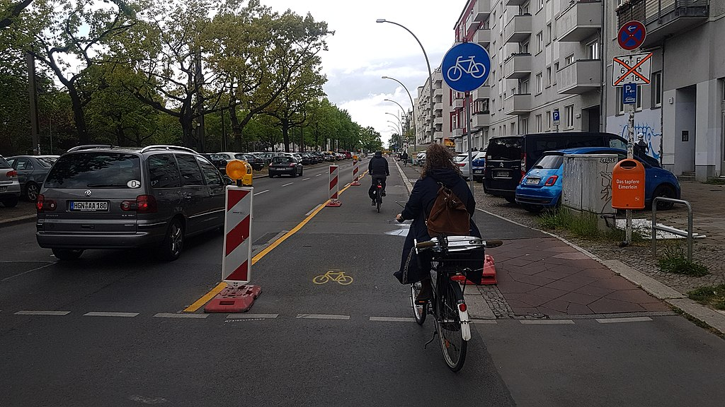 1024px-pop-up-radweg_petersburger_stra_e_berlin_2_1.jpg