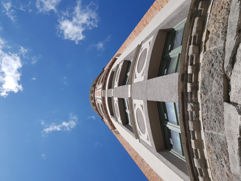A torony kívülről